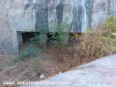 Pancha pandavar cave,Arankandanallur